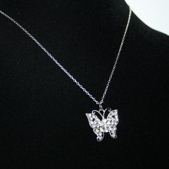 Beautiful Nwot rhinestone butterfly necklace